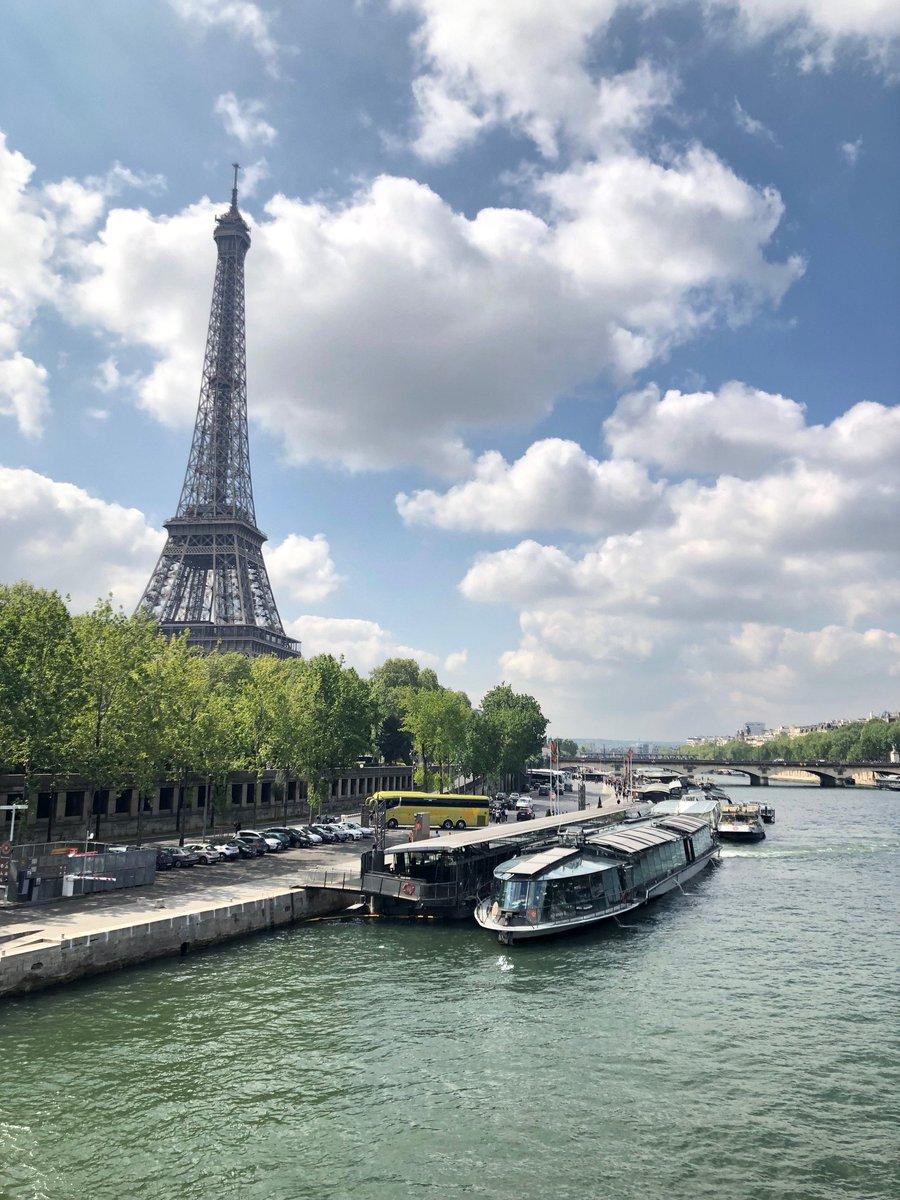 長女ちゃん。高校の時から行ってみたいといっていたフランス??。まさか就職して1年で自分の働いたお金で見たい景色をみてこれるとは…1人で航空券とって、1人で海外行って、たくさん歩いてすごいなぁ