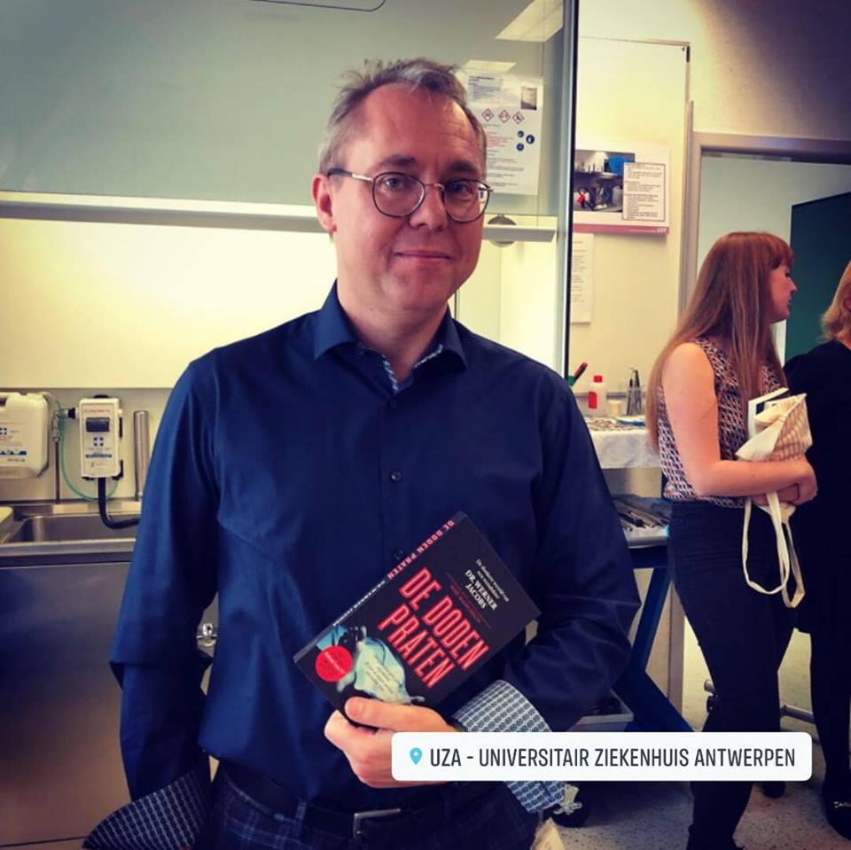 'De Doden Praten' het nieuwe boek van #WernerJacobs - https://tellmemore.media/de-doden-praten-het-nieuwe-boek-van-werner-jacobs/… ... @thinkvideobe @Thibtwitt #wetsdokter #tmm_mediapic.twitter.com/TO1Rpl4fYT