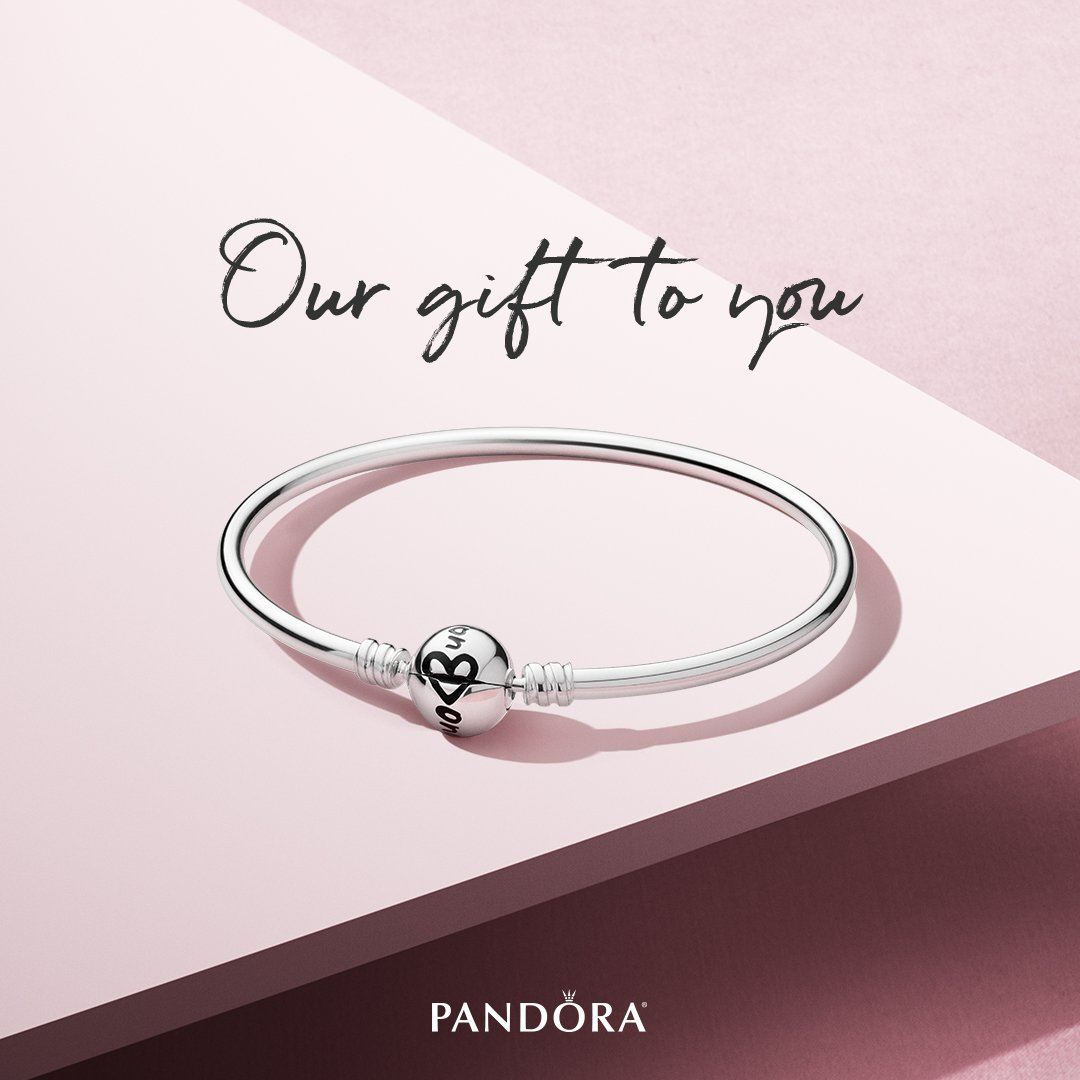 """8a3748072 ... at our """"Mom-osa"""" Bar. Spend $125 or more & receive a free limited  edition bangle while supplies last! @MilleniaTweets @WESHpic.twitter .com/arRMc0o4nn"""