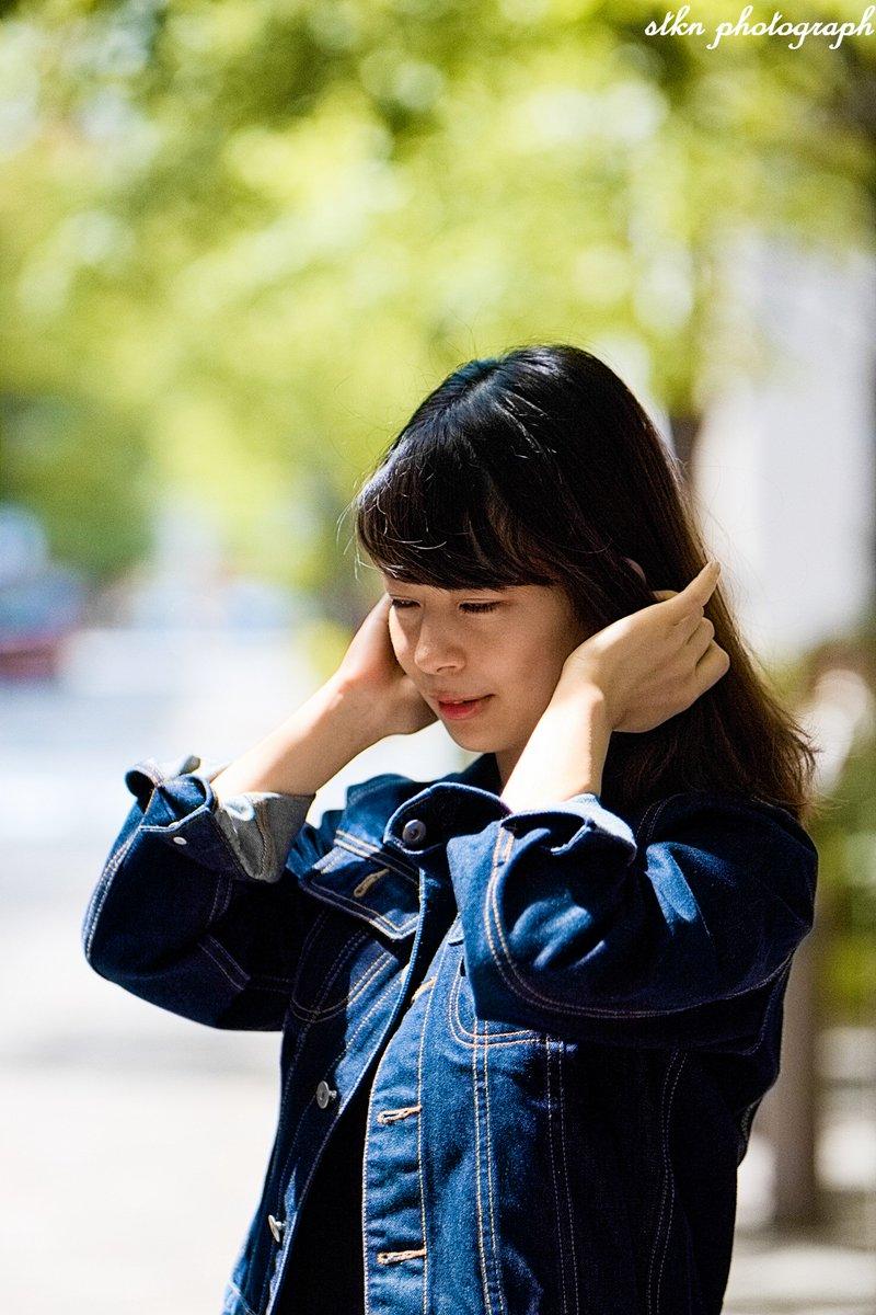 【丸の内美人 170】「新緑の丸の内」モデル:久実さん2年前に東京駅前で友達と待ち合わせ中にお声がけして撮らせてもらった久実さん。縁あって再び撮らせて貰いましたが、女子大生から就職し大人の女性になってました。#portrait #ポートレート #丸の内美人 #東京駅 #有楽町写真部