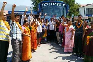 On Saturday, a group of 24 people from Hyderabad went to Charmadham @UTDBofficial @incredibleindia @dw_hindi @AboutIndia @rashtrapatibhvn @ndtv @IndiaToday @PMOIndia #rishikeshwritings #chardham2019 #yatra