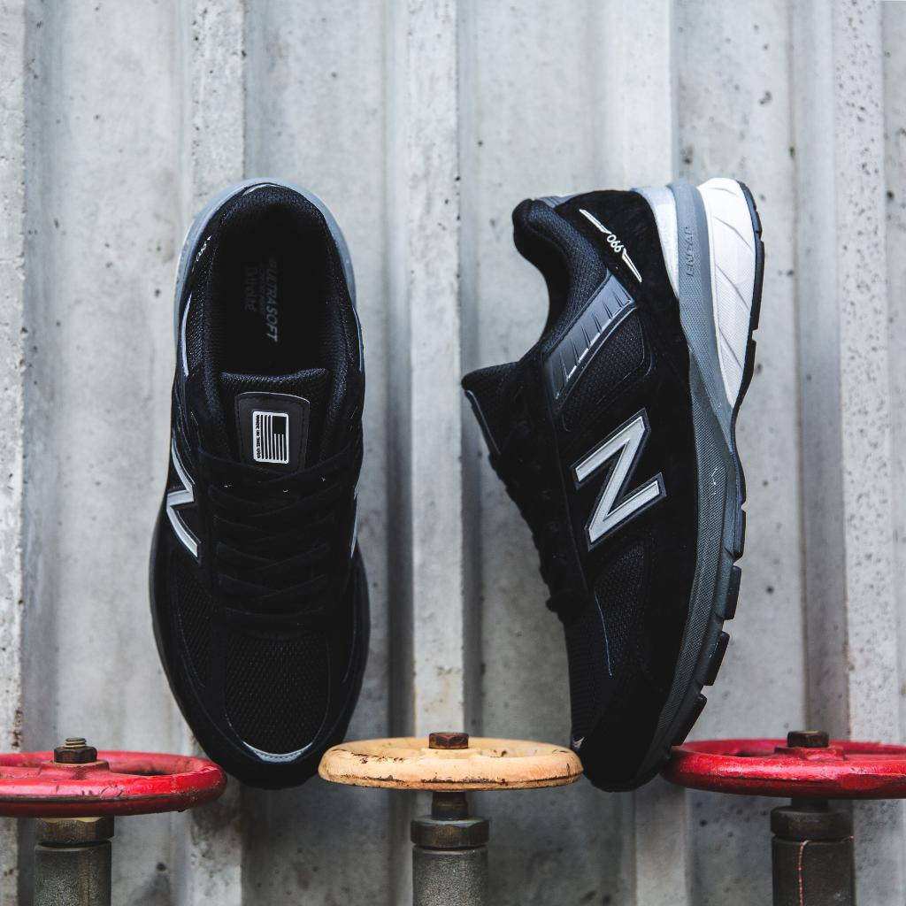 3d2be6cd2 The dad shoe enters 2019 with the  newbalance 990v5 - dropping today in  stores and online! Shop here   http   bit.ly 2Jf7UnB  pic.twitter.com jZZB4Ik2Cb