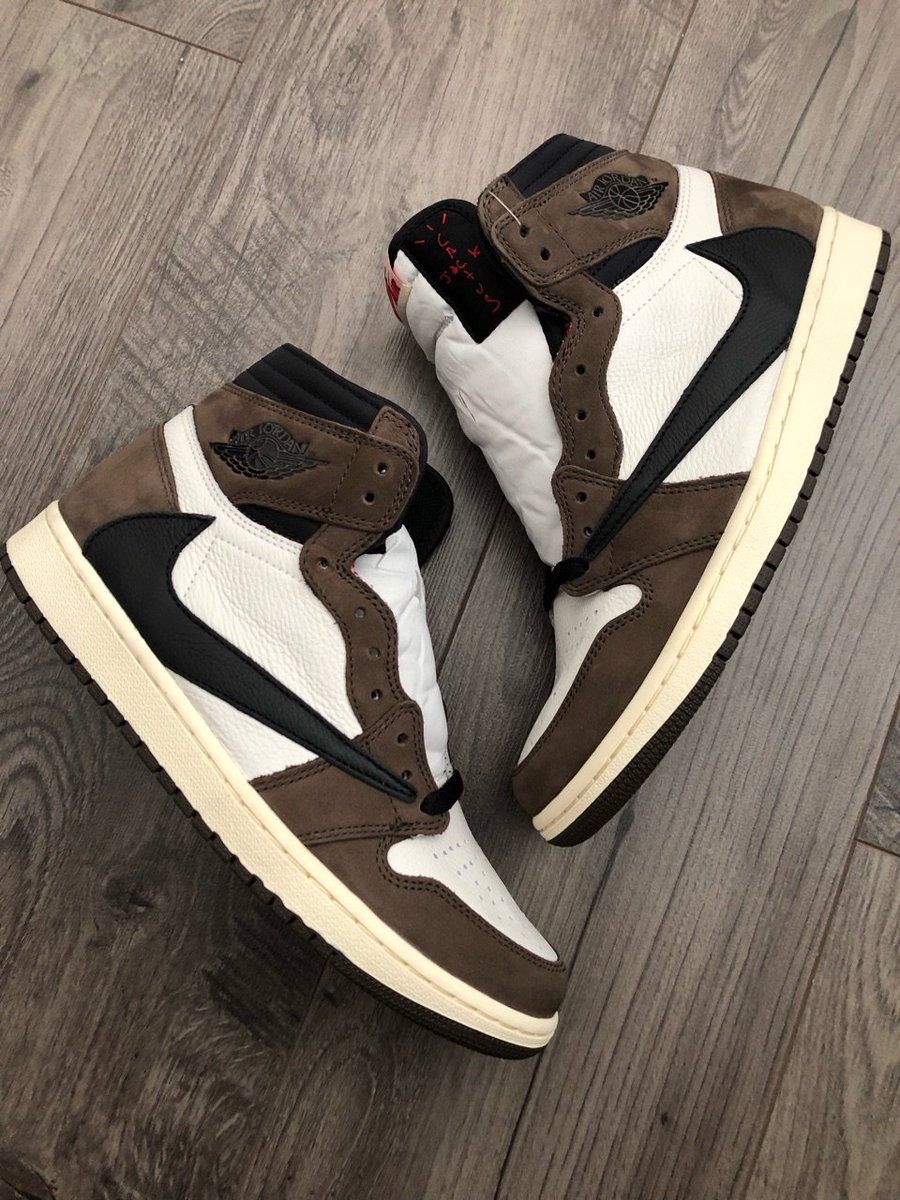 As a simple thank you from our team @SOLELINKS - we're giving this Size 9 Travis Scott x AJ1 for FREE to one lucky winner🙌🏻  Just RT & Follow to enter - will pick the winner on Tuesday, 5/7 https://t.co/Z3Jc5eqbNt