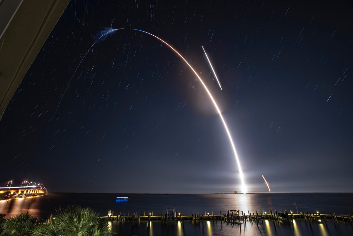 More photos from Falcon 9's 40th successful launch from Pad 40 in Florida and 39th first stage rocket booster landing to date → flickr.com/spacex