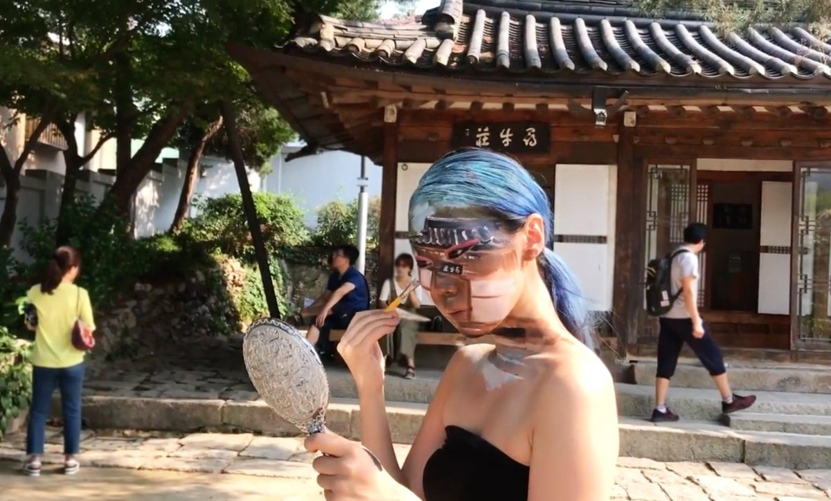 Self body painting at the historical place in korea, 만해한용운심우장