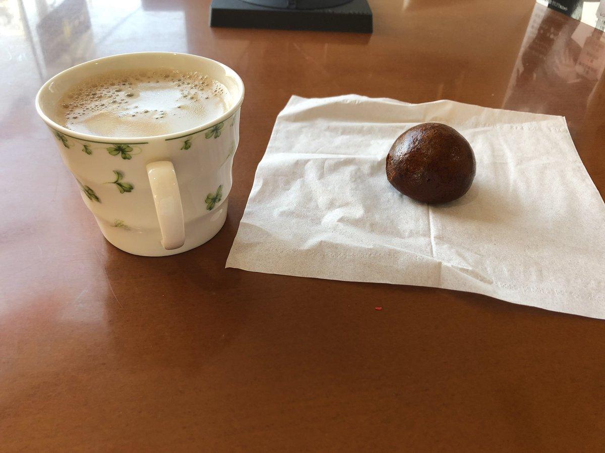 かりんとうまんじゅうとコーヒーで一息入れます。 甘味に飢えてたのでありがたし^_^