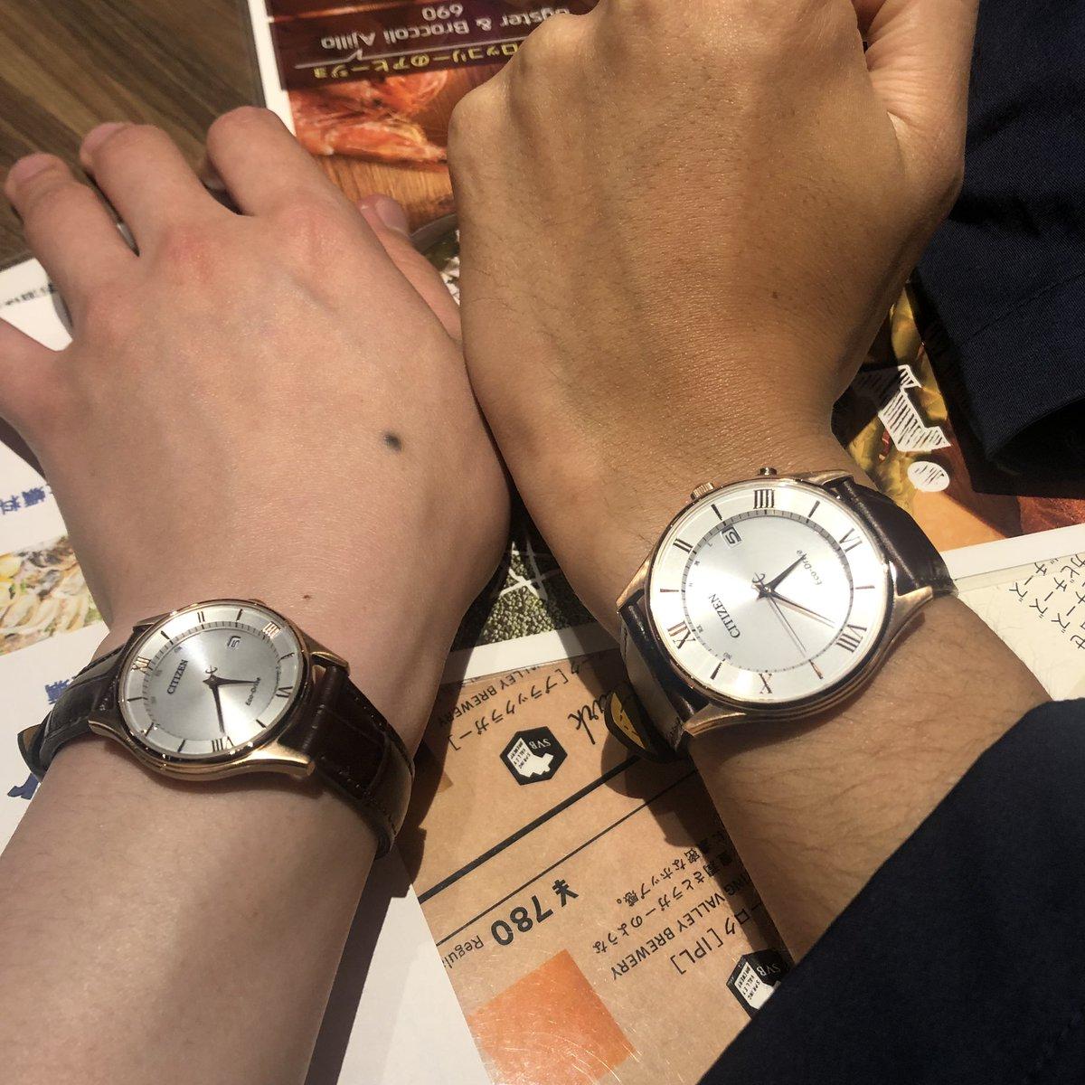 ちょっwwwww俺が誕プレに父から買ってもらった腕時計と、ちだっち(@celluloid__ )が知り合いから就職祝いにプレゼントされた腕時計が、サイズ違いで丸かぶり!!