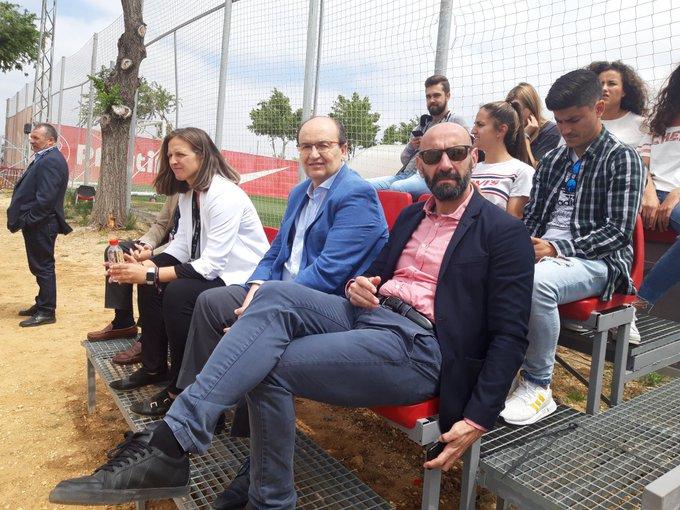 José Castro y Monchi, viendo al Sevilla Femenino (Foto: SFC).