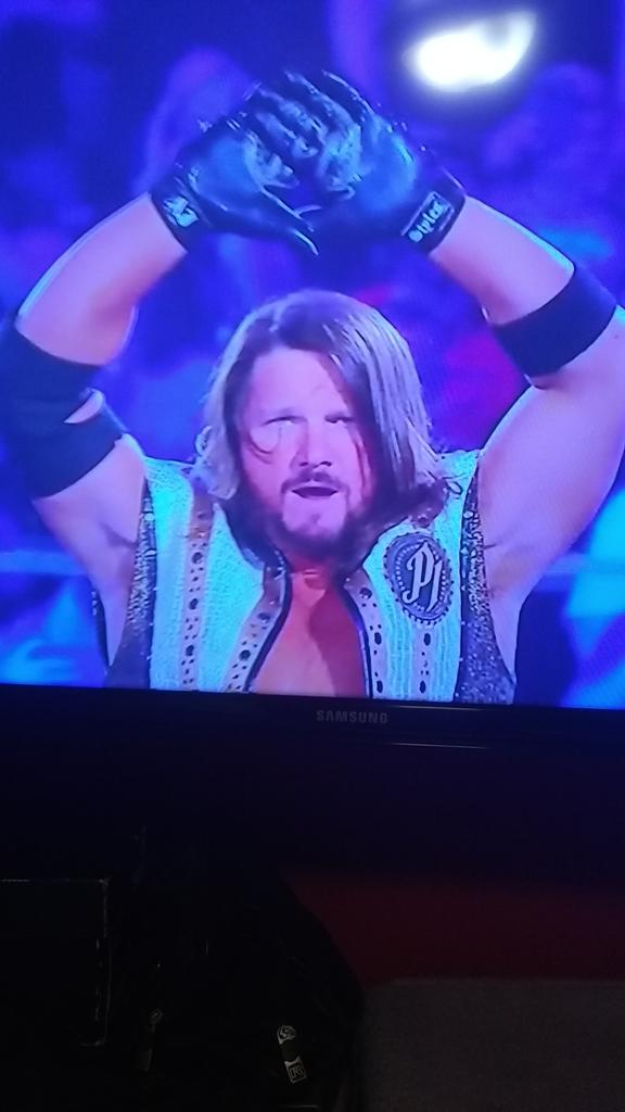 #MoneyInTheBank OMG my favorite phenomenal of WWE Money in the Banck the phenomenal Aj style's