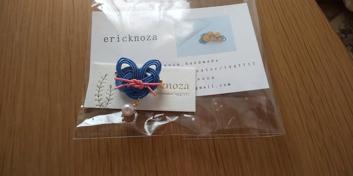 この方ツイ垢を名刺に書かれてなかったのだけど、紹介させて!水引で猫で青とピンクなの!私オーダーメイド頼んだっけ?と思ったよ。ericknozaさん、ありがとうございました。#デザフェス https://t.co/aIoIWYxhmW