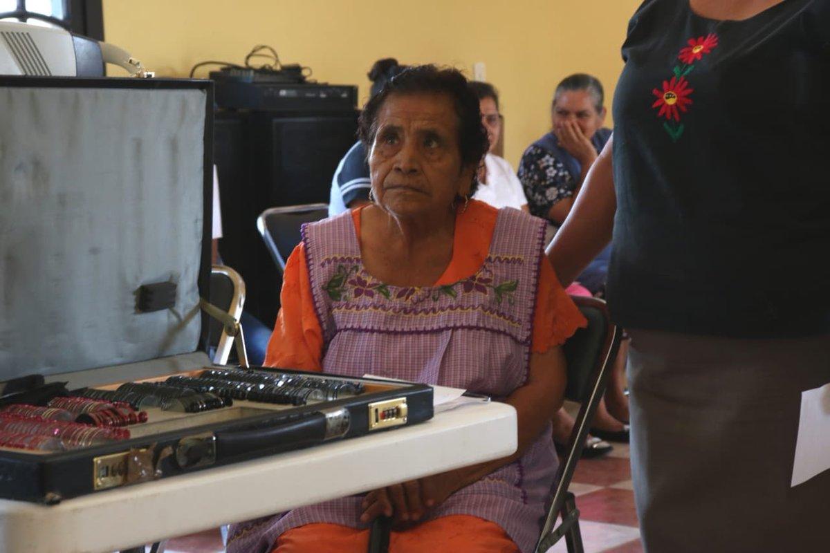 La ruta #VerAOaxacaConAmor visita la agencia Las Ánimas del municipio de Nejapa de Madero #Oaxaca, donde niños, adultos y personas mayores reciben servicios de salud visual de forma gratuita.  @alejandromurat