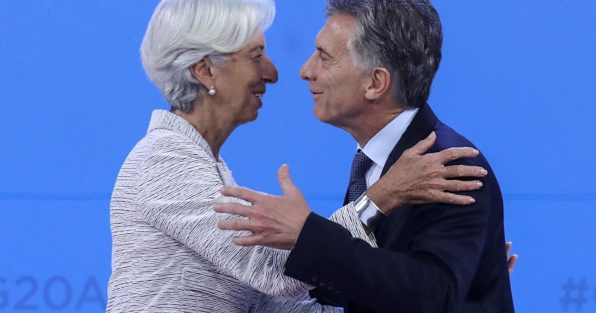 Por la economía, mejora la imagen de @mauriciomacri.  https://www.clarin.com/politica/economia-mejora-imagen-mauricio-macri_0_ekvzF4SzA.html?utm_medium=Social&utm_source=Twitter#Echobox=1558308577…