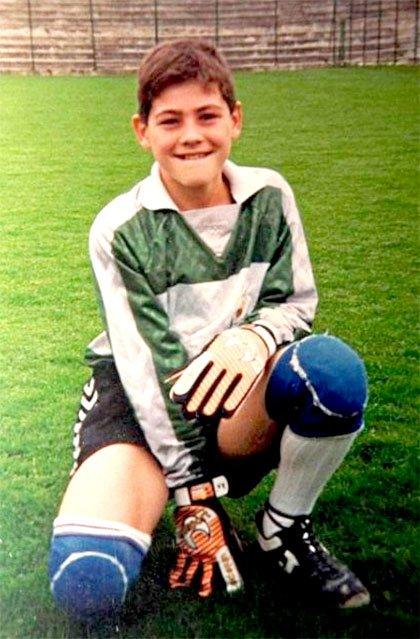 Este 20 de mayo cumple 38 años Iker Casillas, portero del Real Madrid entre las temporadas 1999-00 y 2014-15. @IkerCasillas llegó a las categorías inferiores del Club con 9 años y alcanzó la cima del primer equipo, con el que disputó 725 partidos oficiales bajo los palos.