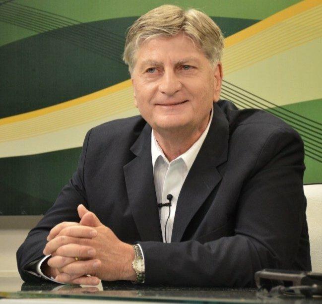 Felicitaciones Alfredo Berti (?) nuevo gobernador de La Pampa.