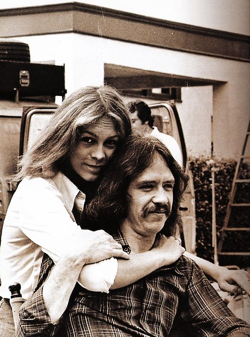 Jamie Lee Curtis with John Carpenter on the set of the movie &quot;Halloween,&quot; 1978.   <br>http://pic.twitter.com/HH57SnL4yw