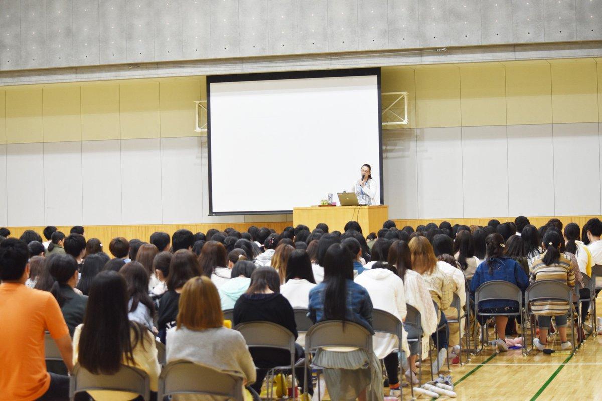 岩崎学園新横浜保育園の園長先生・川崎の保育園に就職して5⃣年目のSさんによる講演がありました?子どもたちとのエピソード・もうすぐ実習がスタートする2・3年生へのメッセージなど、「なるほど❗️」がいっぱいのお話しでした?貴重なお話をありがとうございました??#保育学生 #実習
