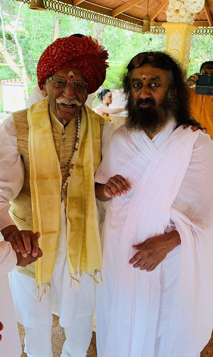 Owner of MDH Mahashay Dharampal Gulati Ji with Gurudev @SriSri Ji @ArtofLiving @BangaloreAshram .