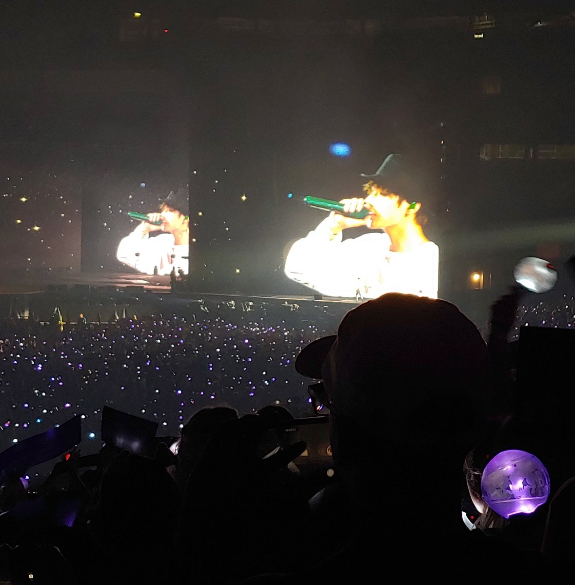 I had slightly better luck with photos tonight. I love all of Tae&#39;s hats!   @BTS_twt #BTSatMetlife_D2<br>http://pic.twitter.com/zBefOpd60T