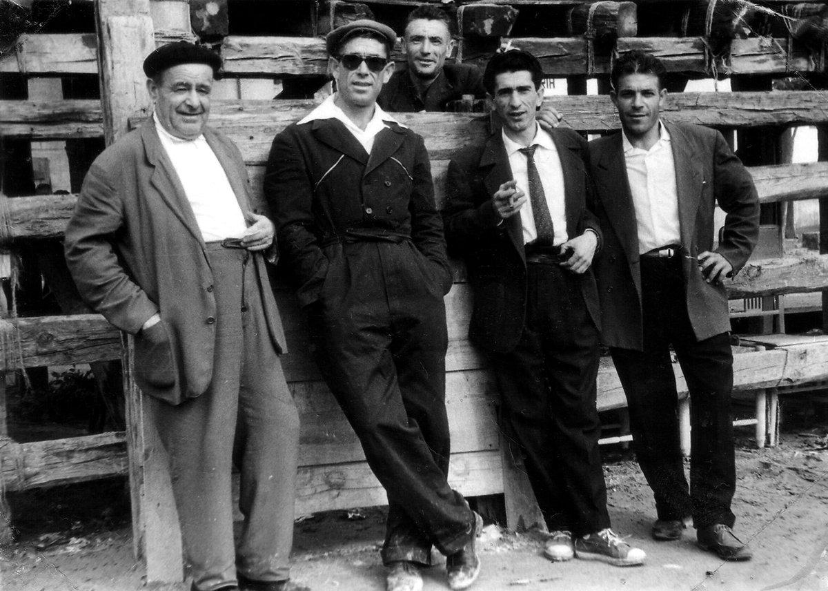 ¡Buenos días #Alcorcón! Así disfrutaban este grupo de alcorconeros en 1960. Pongamos que hablo de Alcorcón. Soy de http://www.alcorconhoy.com #AlcorcónAntiguo #MeGustaAlcorcón