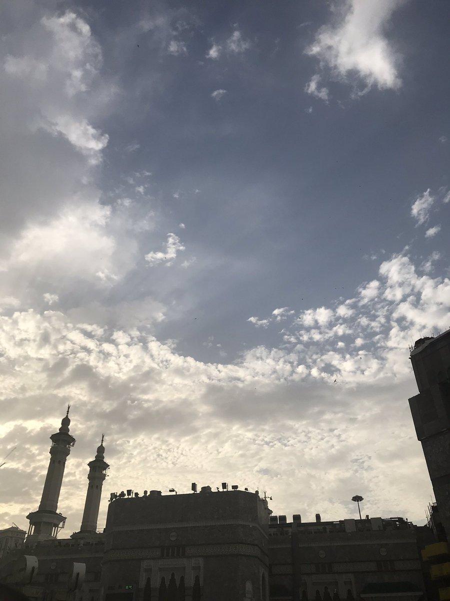 Langit Mekkah menjelang waktu buka.  #rindu #UmrohRamadhan – at Al-Masjid Al-Haram   المسجد الحرام