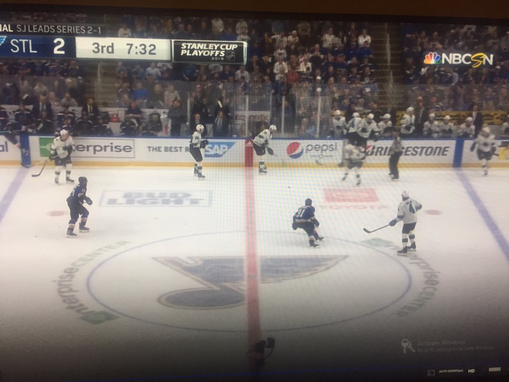 Evander Kane: &quot;we only had 4 guys on&quot;  Sure bout that? <br>http://pic.twitter.com/iheaf16l06