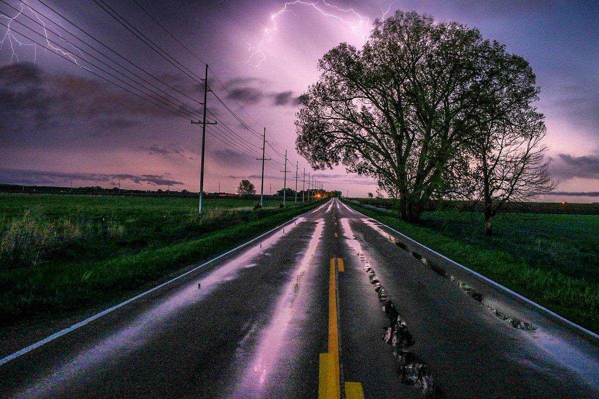 Great shot by Aaron Clausen tonight in Gothenburg, Nebraska #9wx #NEwx #AaronClausenPhotography
