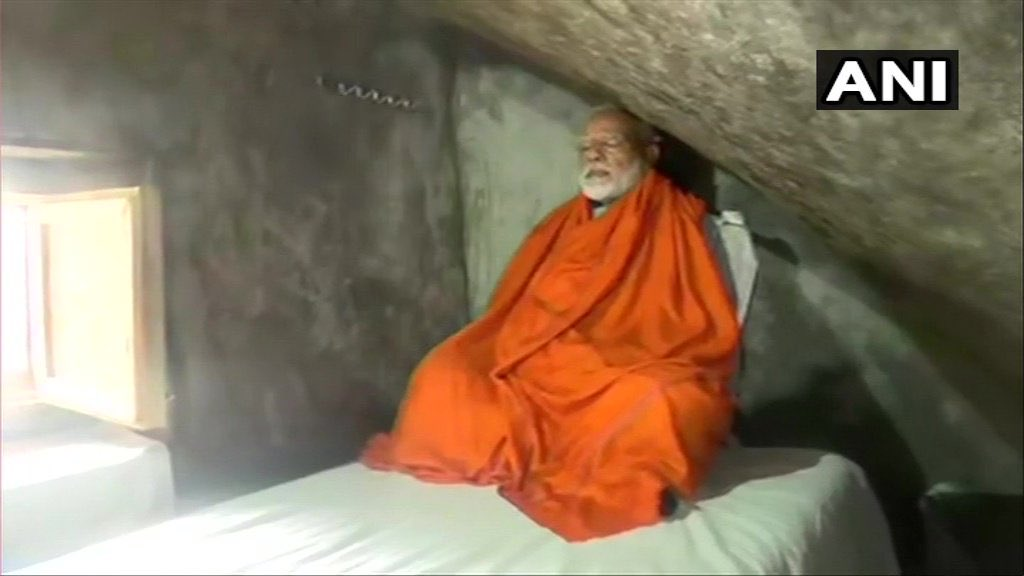 केदारनाथ से डेढ़ किलोमीटर आगे ध्यान गुफा में पीएम मोदी।