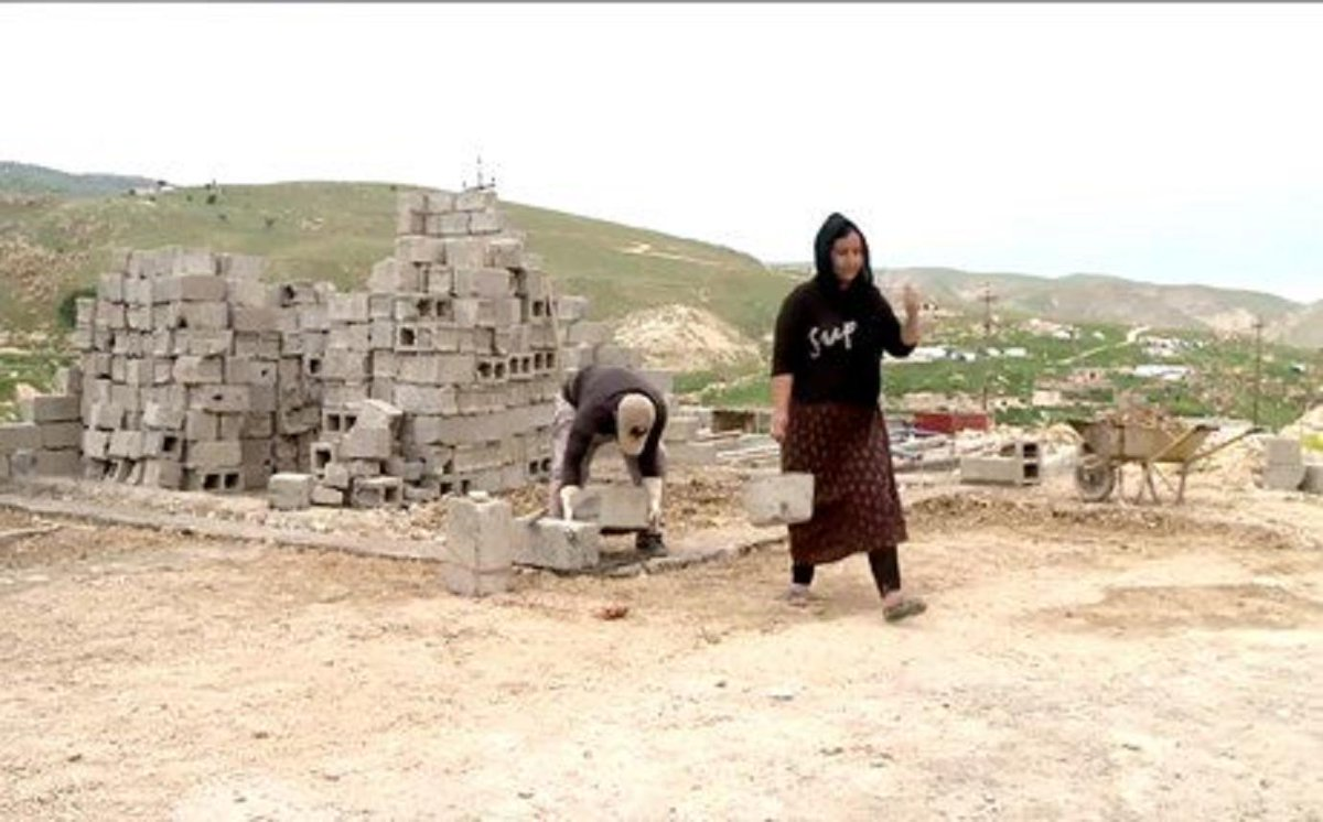 Yezidis build homes on Mount #Shingal, the only place they feel safe ▪️I could build a house in Snune or someplace else, but we will not go to these places because here is the only safe place. Basically, we are afraid #YazidiGenocide rudaw.net/english/middle…