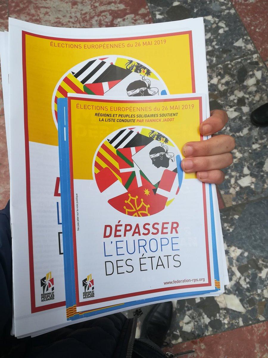 Aujourd'hui, session tractage à #Perpignan pour @RetPS et @VotezClimat #DepasserlEuropeDesEtats