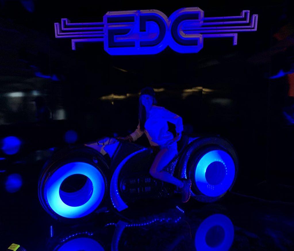 Desde Las Vegas en el #EDCLV2019 viviendo #VipExperience! #ElectricDaisyCarnivalLasVegas #VegasBaby – at Las Vegas Motor Speedway Media Center