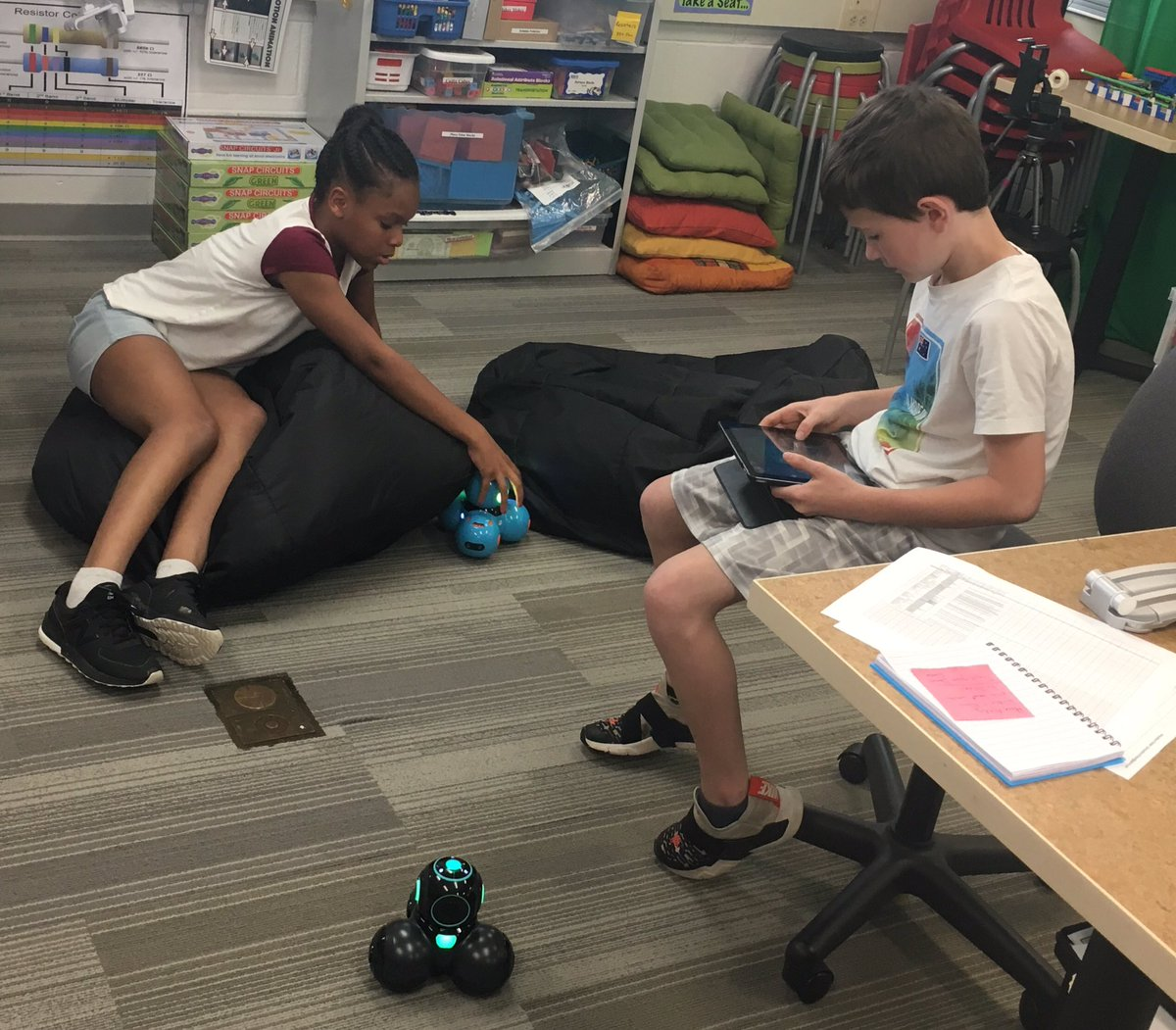 Lucky to have these <a target='_blank' href='http://twitter.com/AbingdonGIFT'>@AbingdonGIFT</a> friends to help me explore some new <a target='_blank' href='http://twitter.com/WonderWorkshop'>@WonderWorkshop</a>. Checking out the <a target='_blank' href='http://search.twitter.com/search?q=DashandDot'><a target='_blank' href='https://twitter.com/hashtag/DashandDot?src=hash'>#DashandDot</a></a> and <a target='_blank' href='http://search.twitter.com/search?q=Cue'><a target='_blank' href='https://twitter.com/hashtag/Cue?src=hash'>#Cue</a></a> robots 🤖 <a target='_blank' href='https://t.co/GoYwJxp0kp'>https://t.co/GoYwJxp0kp</a>
