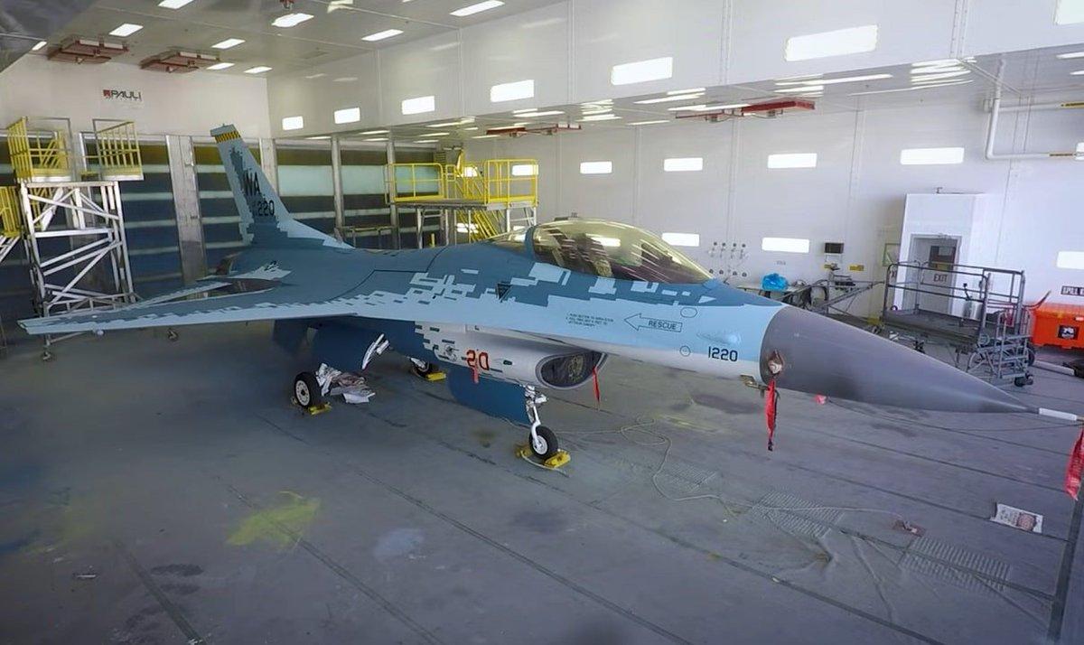 الكشف عن مقاتله F-16 بالتمويه الروسي  D62COV-XoAAtWjR