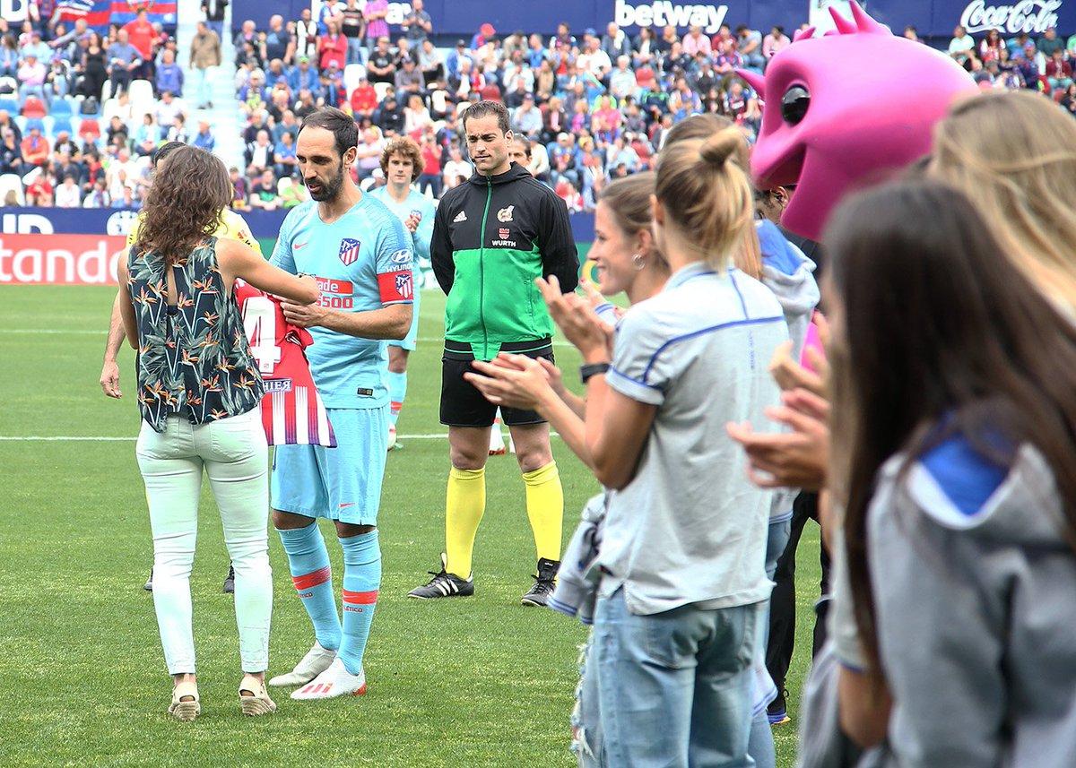 Sonia Prim, capitana del @LUDfemenino, cuelga las botas y hoy, antes del #LevanteAtleti, hemos querido también rendirle homenaje. Siempre recordaremos tus dos campañas en nuestro equipo. ¡Te deseamos lo mejor en tu nueva aventura profesional!