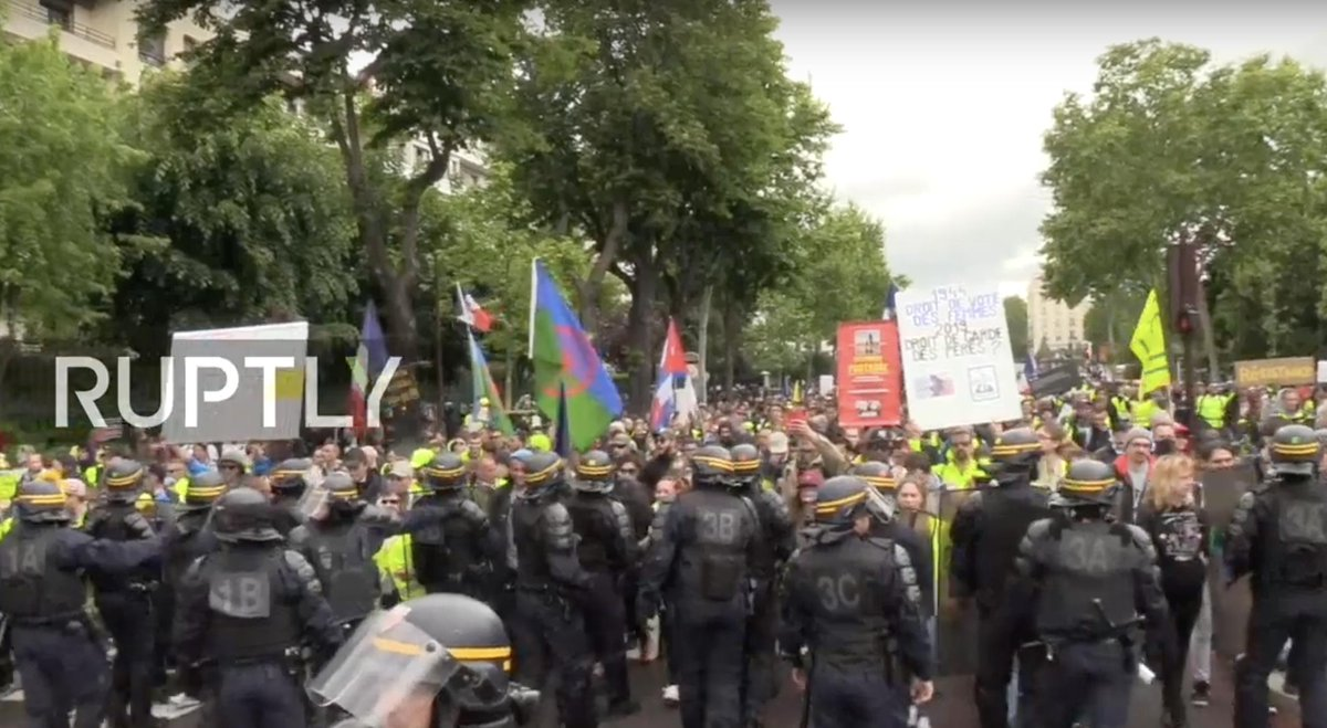 #YellowVests call for new protests in #Paris Watch live:  http:// bit.ly/2EbGDiv  &nbsp;  <br>http://pic.twitter.com/K1Cj3l4nMY
