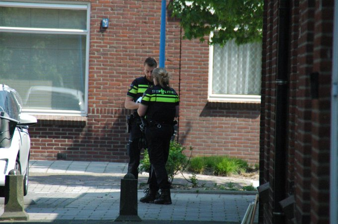 Pakketbezorger overvallen in Maassluis https://t.co/YA38MWd0f0 https://t.co/I2zjG0NqZe