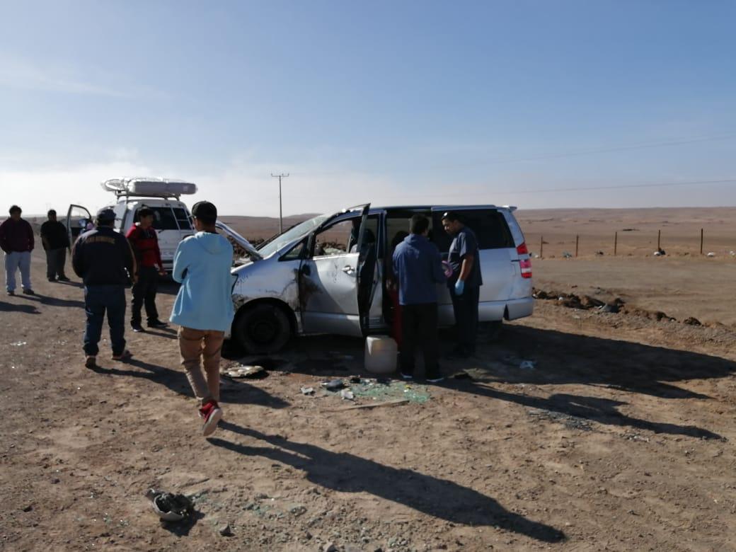 RT @ivochang #Tamarugal Volcamiento kilometro 8  ruta 16 un menor lesionado , Bomberos de civil en el lugar dos adultos un pediátrico de ,1año aprox , Sacyr , carabineros y ambulancia en tránsito(imagen gentileza bomberos de Pozo  Almonte)