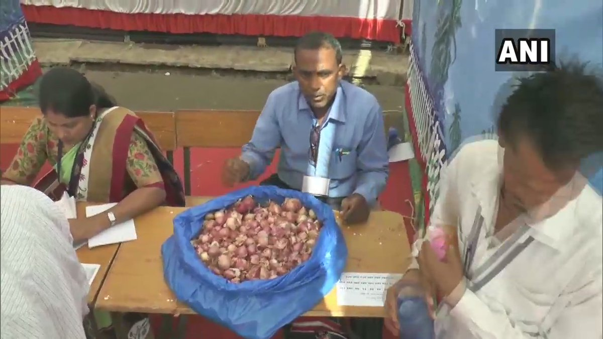 "Madhya Pradesh: Onions distributed to polling parties in Jhabua to help combat severe heat conditions.Collector says""Some of our Sector Officers distributed onions to polling parties in their own personal capacity as they believed onions help in combating heat if kept in pockets"""