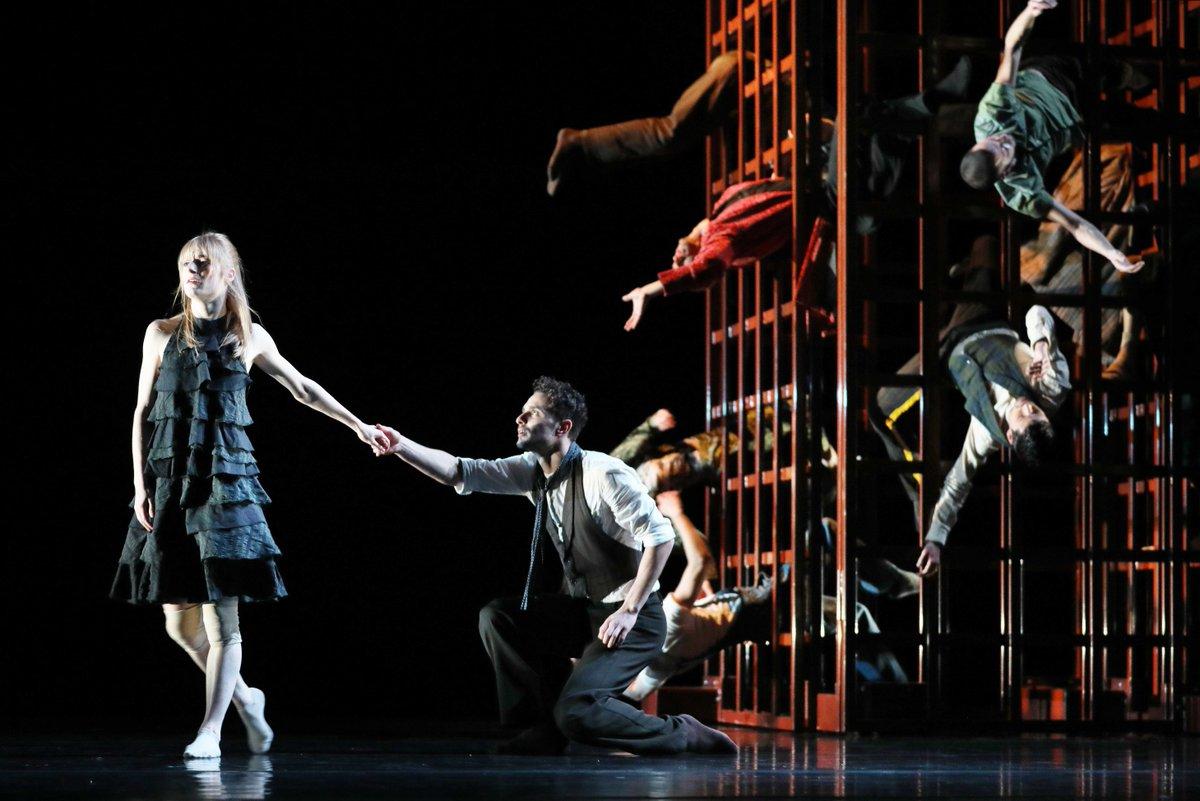 toitoitweet > dansers LEVE LARBI > veel plezier in @TheatersTilburg > introdans.nl/leve-larbi