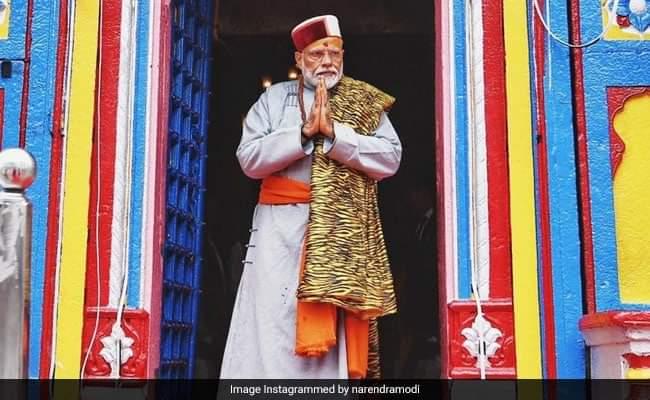 Энэтхэгийн Ерөнхий сайд Норендра Моди энэтхэгийн Кедарнат сүмд өнөөдөр монгол дээлтэй зочилжээ