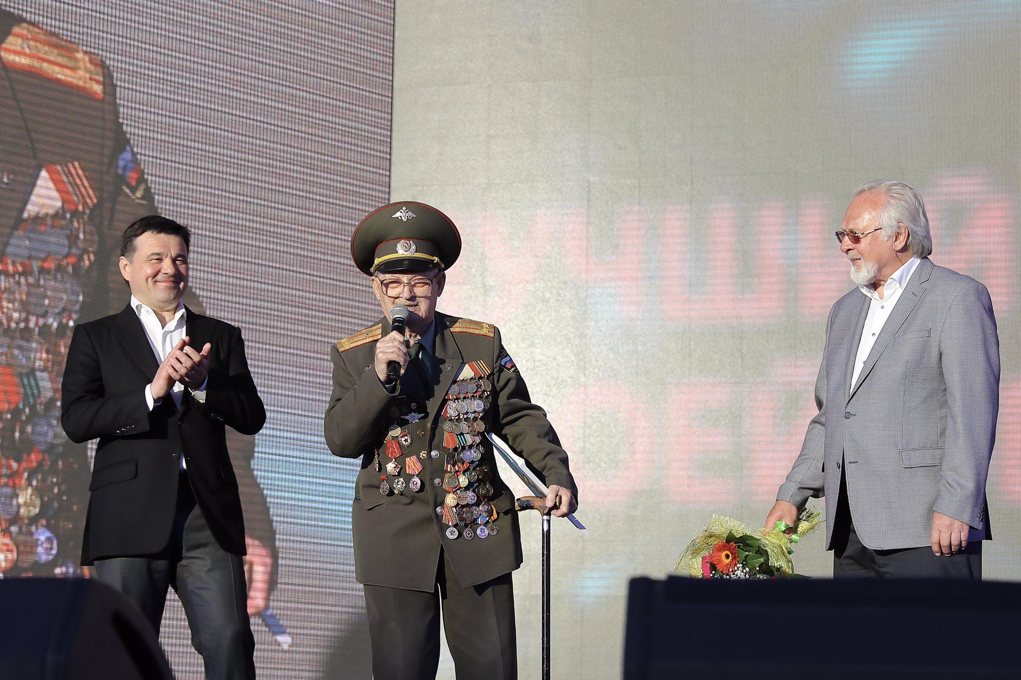 поздравления московскому комсомольцу управлявшим истребителям