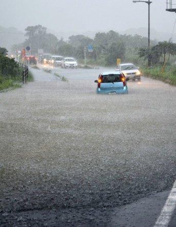 屋久島 登山客260人孤立 記録的大雨で数ヵ所崩土 陸自に派遣要請  #南日本新聞 #鹿児島