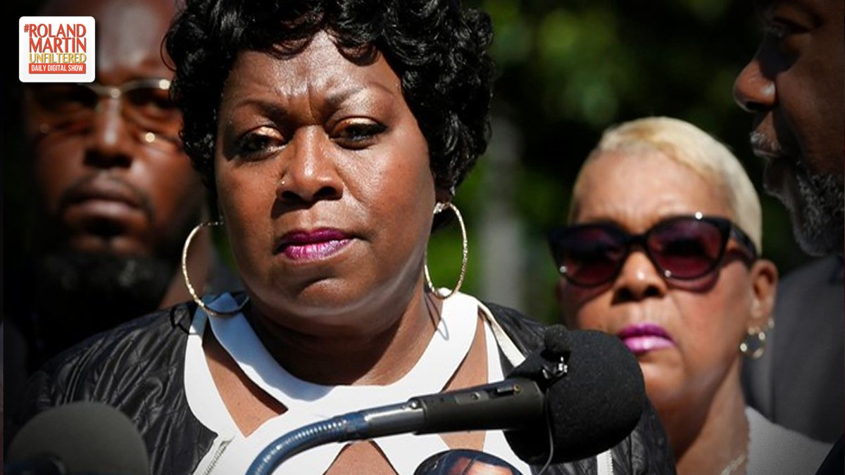 #PhilandoCastile&#39;s Mom Wipes Out $8,000 In Student School Lunch Debt  http:// ow.ly/FSi850uhquQ  &nbsp;   #RolandMartinUnfiltered <br>http://pic.twitter.com/SGfhVXsoqS