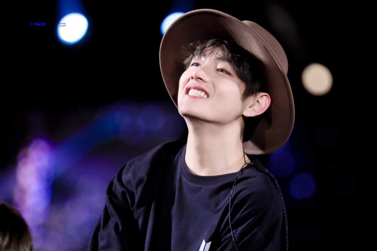 WE LOVE YOU 💜 #TaehyungYouArePerfect #Taehyunglove #Taehyungcute  #Taehyunghandsome  #taehyungperfect #taehyunggoodboy #taehyungHansung #taehyungcool #Taehyungbeautiful #Taehyungweloveyou #Taehyungvoice  #Taehyungscenery #TaehyungYeontan #Taehyunglovely  @BTS_twt https://t.co/crRUIB8NnV
