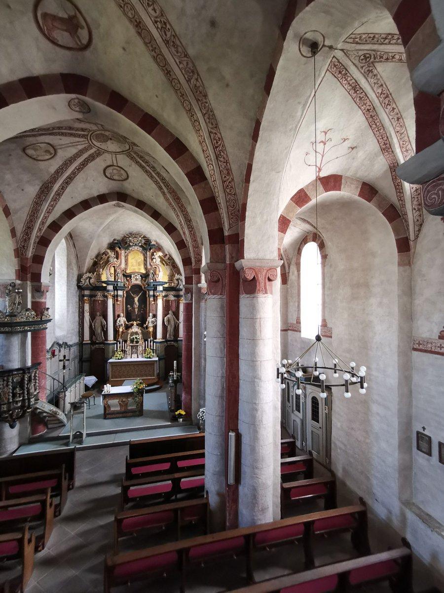 Kirche mit Hochaltar in Wormbach von innen