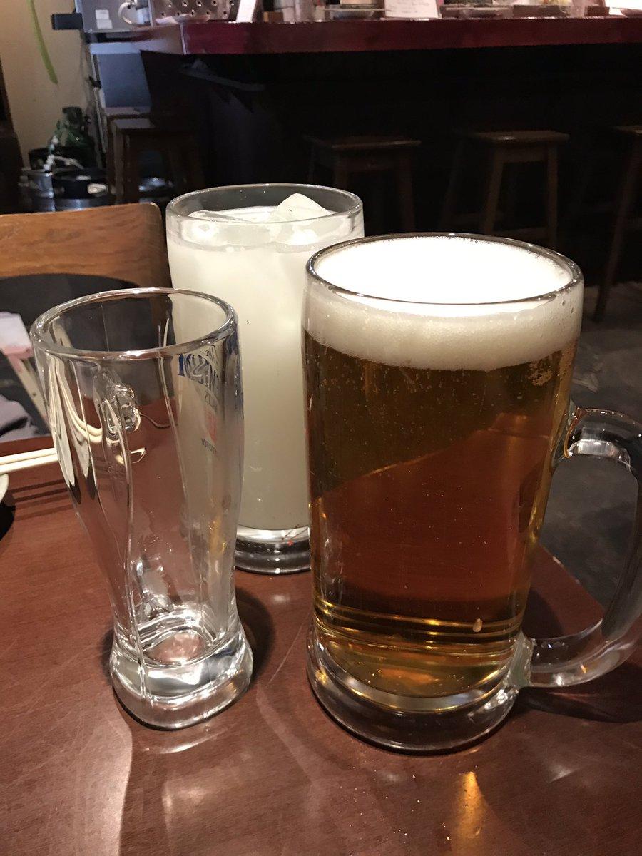 今日は2週間以上ぶりにお酒飲んだ〜基本毎日飲んでたから酔いがヤバめやけど就職祝いにマスターが伊勢海老サービスしてくれたん嬉しい〜ビールはもちろん大ジョッキ