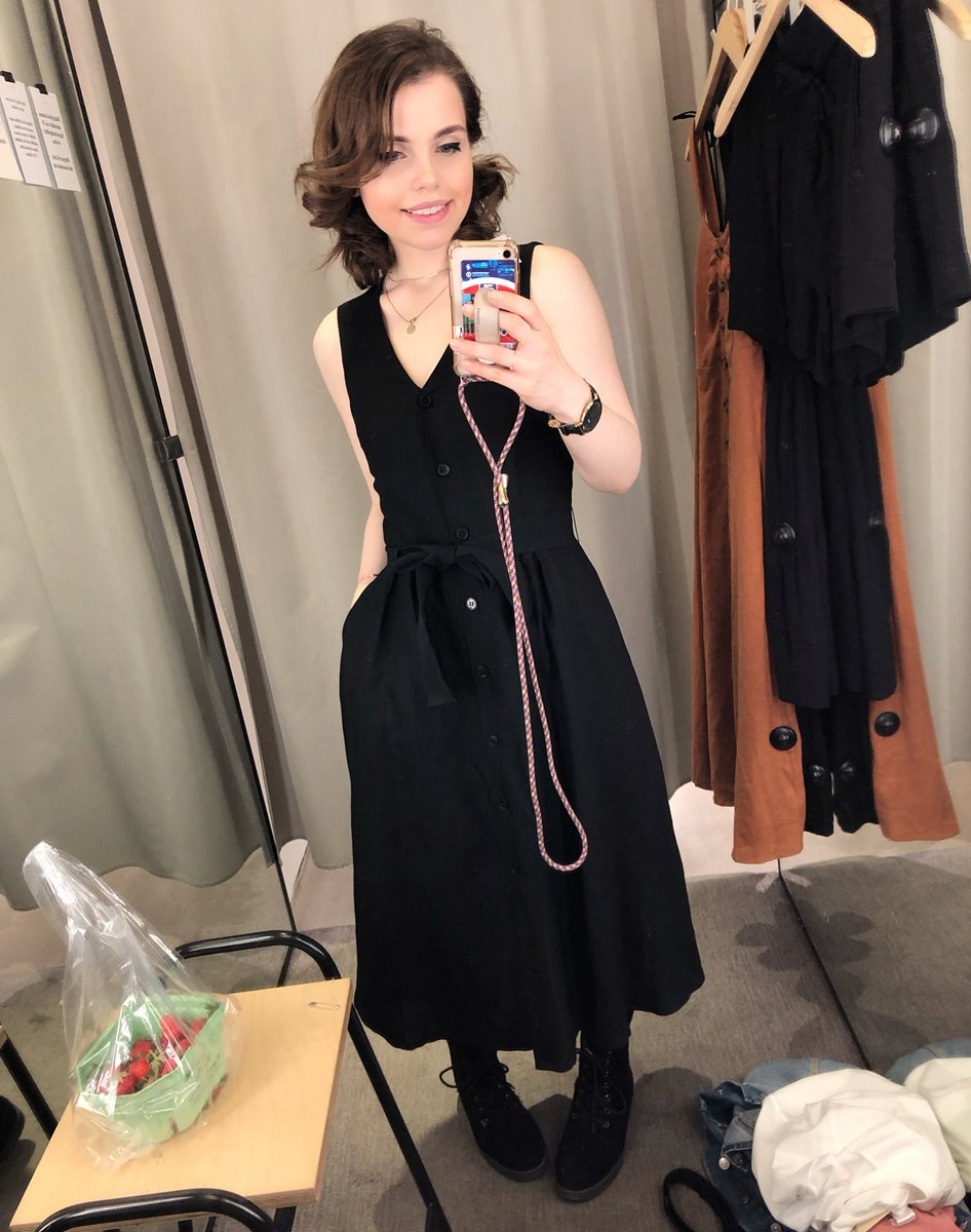 Wow. Never thought I'll find such a cute dress and many other stuff at #andotherstories  it's too expensive to fall in love so quickly but... well... pic.twitter.com/Z3M7knrbog