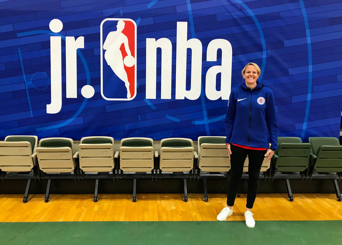 What a weekend! Thnx @jrnba 4 the opportunity 2 listen & learn from the games best & brightest! Shout out 2 @franfraschilla for your energy & insights, @jboucek for your oncourt mastery & '66 Texas Western Nat Champ Nevil Shed 4 trailblazing the way 4 future generations! #❤️🏀
