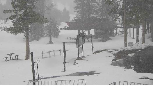 This is May 18 at Boreal!  Another Winter Storm Warning currently in effect for the Sierra. <br>http://pic.twitter.com/zVocujTKIE
