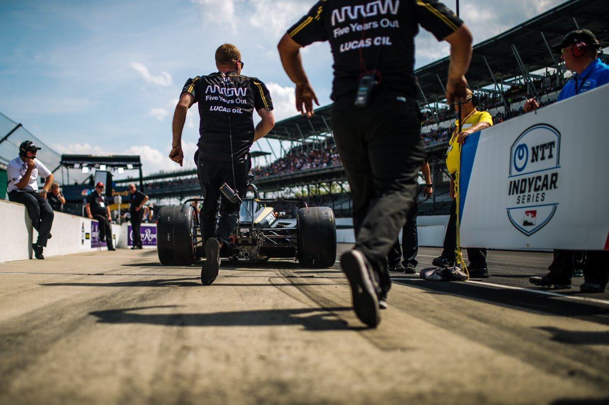 Super proud of the effort by @SPMIndyCar to get the back-up car out and ready to go in just over an hour.Incredible work.Unfortunately, we'll have to come back tomorrow to fight our way in.  #ArrowDriven // #5ToTheFront // @HondaRacing_HPD // @SPMIndyCar // @ArrowGlobal