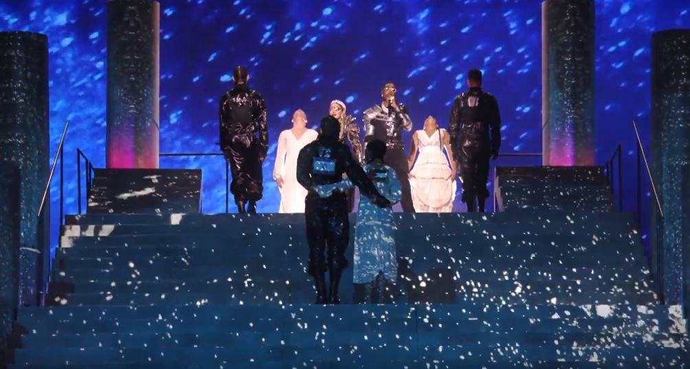 lol madonna's performance at #Eurovision in Tel Aviv ended with two dancers with Israeli and Palestinian flags on their back embracing. Imagine thinking there's anything actually interesting or radical about erasing the difference between the oppressed and their oppressor. <br>http://pic.twitter.com/SOsj0tw4hI